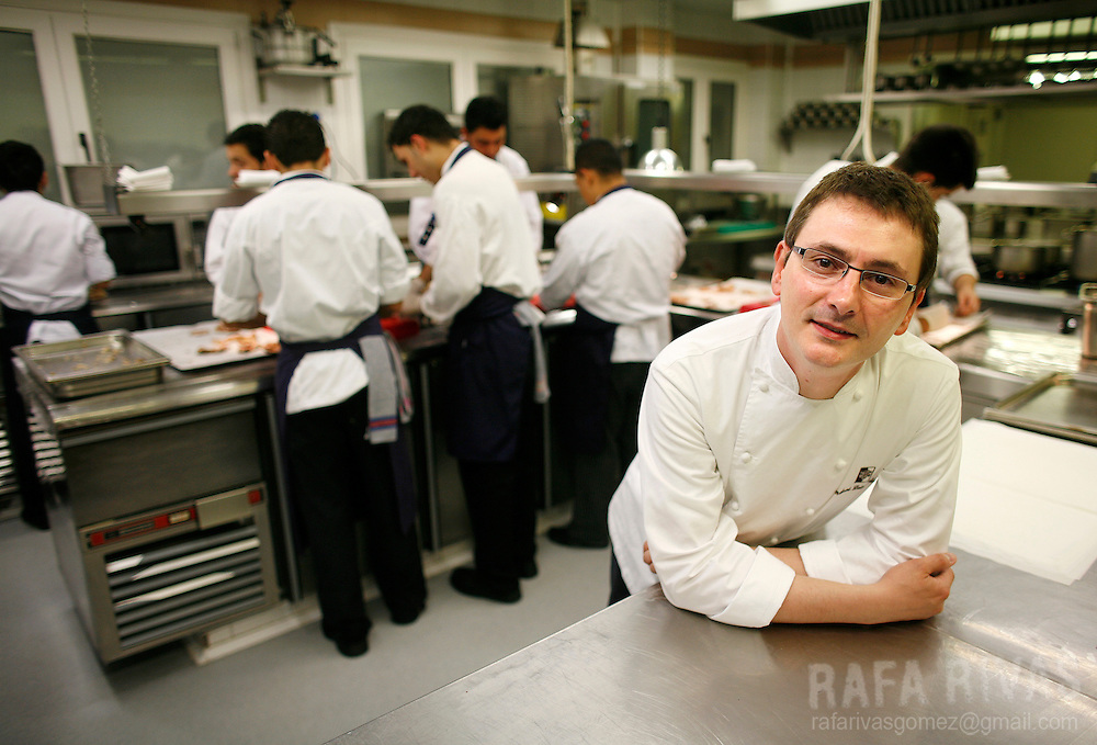 "Spanish Basque top cook Andoni Aduriz poses at the kitchen of his restaurant Mugaritz, on May 23, 2008, in the northern Basque village of Renteria. ""Magazine Restaurant"" included Mugaritz in their ""World Best 50 Restaurants"" list, placing it in fourth position. Spanish Basque top cook Andoni Aduriz poses at his restaurant Mugaritz, on May 23, 2008, in the northern Basque village of Renteria. ""Magazine Restaurant"" included Mugaritz in their ""World Best 50 Restaurants"" list, placing it in fourth position."