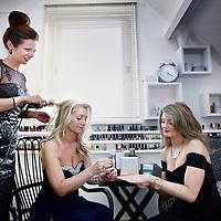 Nederland, Amstelveen , 10 maart 2014.<br /> Diana Vliet Floor en Ewa Kotlinska maken zich op voor de uitreiking Beauty Award later die avond in hilversum.<br /> <br /> Foto:Jean-Pierre Jans
