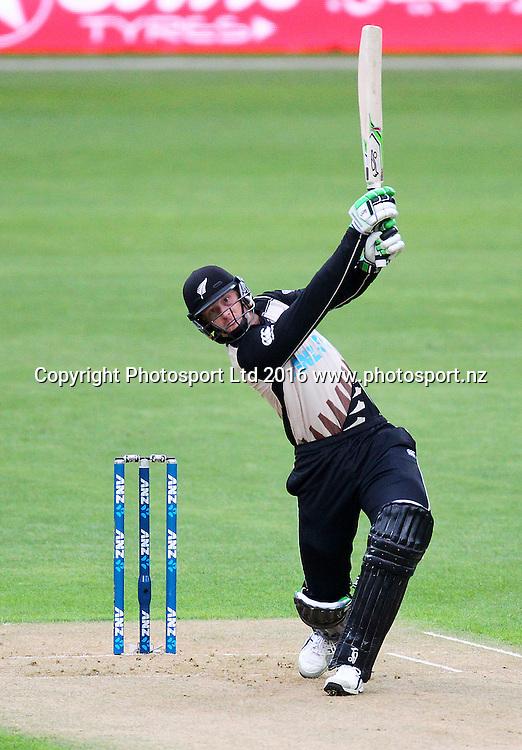 Martin Guptill bats during the Twenty20 match between the New Zealand Black Caps and Pakistan at Westpac Stadium in Wellington, New Zealand. Friday 22nd January 2016. Copyright Photo.: Grant Down / www.photosport.nz