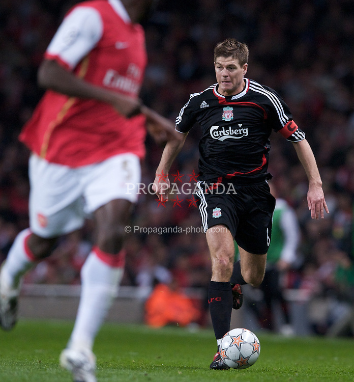 LONDON, ENGLAND - Wednesday, April 2,2008: Liverpool's captain Steven Gerrard MBE in action against Arsenal during the UEFA Champions League Quarter-Final 1st Leg match at the Emirates Stadium. (Pic by David Rawcliffe/Propaganda)