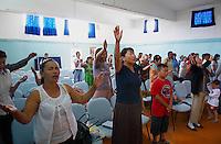 Mongolie. Ulaan Baatar (Oulan Bator). Eglise evangelique charismatique. Jour de messe. // Mongolia. Ulan Bator. Charislmatic Church. Mass day.