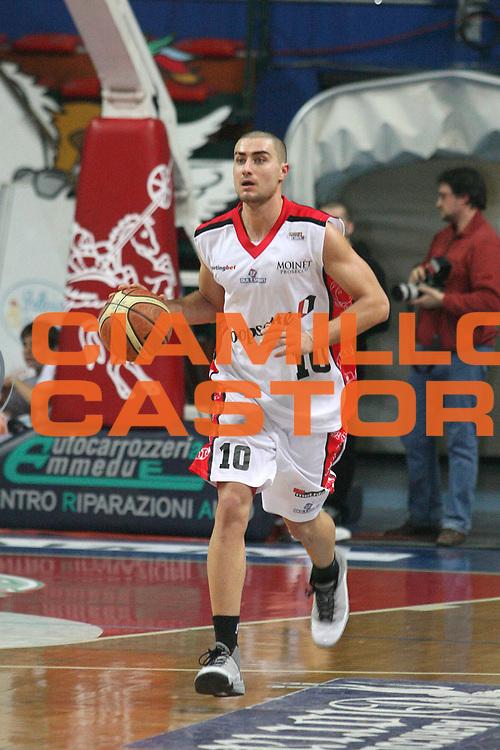 DESCRIZIONE : Montecatini Legadue 2006-07 Agricola Gloria Basket Rossoblu Montecatini Coopsette Basket Rimini<br /> GIOCATORE : Vitale<br /> SQUADRA : Coopsette Basket Rimini<br /> EVENTO : Campionato Legadue 2006-2007<br /> GARA : Agricola Gloria Basket Rossoblu Montecatini Coopsette Basket Rimini<br /> DATA : 04/02/2007<br /> CATEGORIA : Palleggio<br /> SPORT : Pallacanestro<br /> AUTORE : Agenzia Ciamillo-Castoria/Stefano D'Errico
