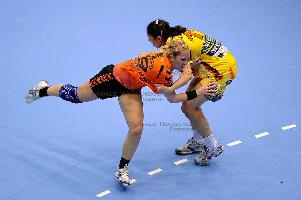 18-10-2009 HANDBAL: NEDERLAND - MACEDONIE: ROTTERDAM<br /> Nederland speelt met 20-20 gelijk tegen Macedonie / Marcella Deen <br /> &copy;2009-WWW.FOTOHOOGENDOORN.NL