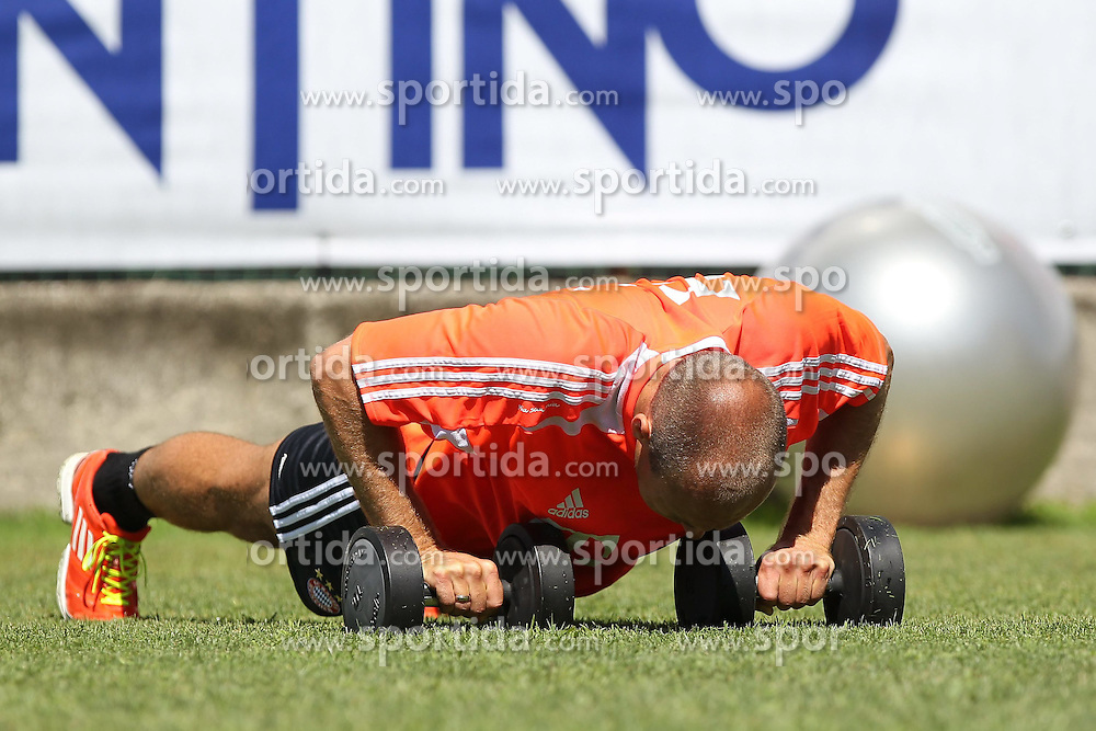 16.07.2012, Stadion, Arco, ITA, FC Bayern Muenchen Trainingslager, im Bild Arjen ROBBEN (FC Bayern Muenchen) beim individuellen Trainingsprogramm, Hanteltraining // during a Trainingssession of the German Bundesliga Club FC Bayern Munich at the Stadium, Arco, Italy on 2012/07/16. EXPA Pictures © 2012, PhotoCredit: EXPA/ Eibner/ Alexander Neis..***** ATTENTION - OUT OF GER *****