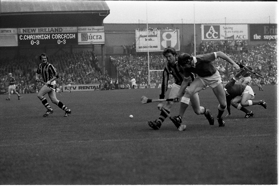 All Ireland Hurling Final - Cork vs Kilkenny.05.09.1982.09.05.1982.5th September 1982.Image taken at Croke Park,Dublin..Martin O'Doherty (Cork) beats Christy Heffernan (Kilkenny) to the ball to break up a Kilkenny attack.