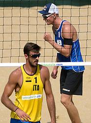 18-07-2014 NED: FIVB Grand Slam Beach Volleybal, Scheveningen<br /> Knock out fase -  Robert Meeuwsen (2) NED,  Alex Ranghieri (1) ITA