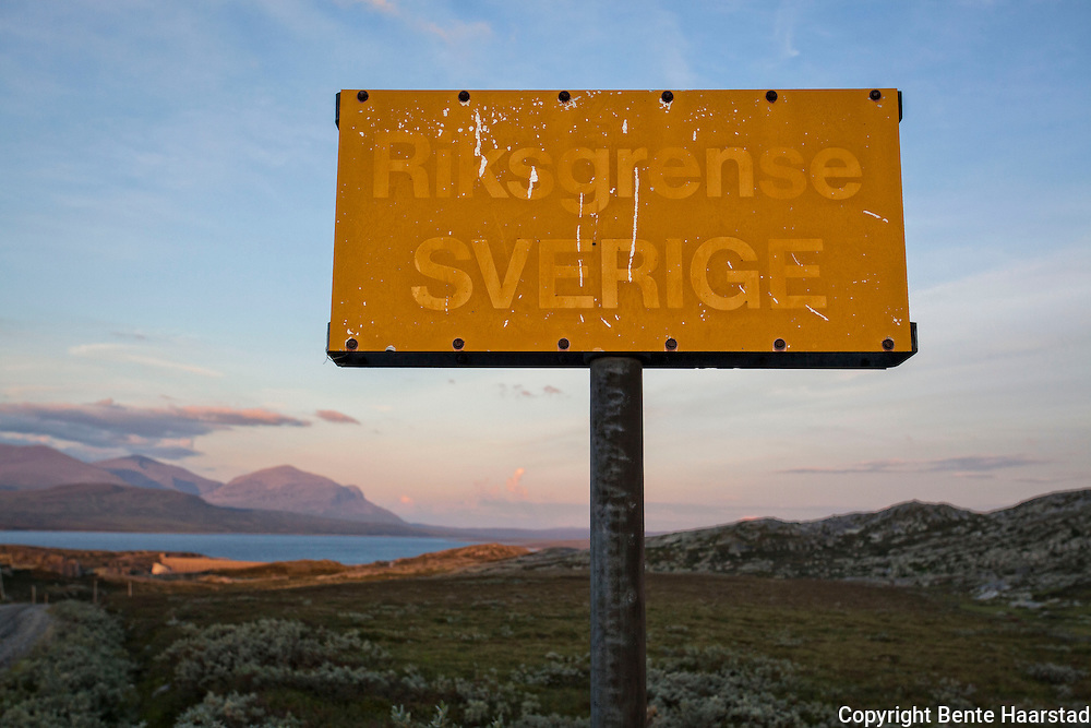 Skilt ved riksgrensa mot Sverige. Ved Sylsjøen, på grensa mellom Jämtland og Tydal i Norge.