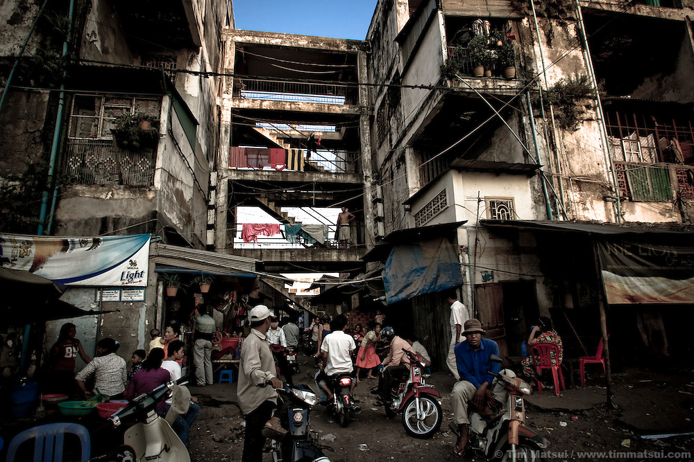 Life in a Phnom Penh slum known for its gangs, pimps, prostitutes, and high rate of HIV.