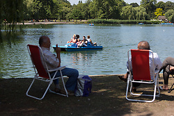 © Licensed to London News Pictures. 22/07/2014. London, UK. People enjoying the sunshine next to the lake in Regents Park in central London this lunchtime. Photo credit : Vickie Flores/LNP