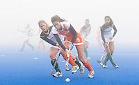ARNHEM - Hockey. Naomi van As woensdag tijdens de oefeninterland in dichte mist tegen Zuid Afrika. FOTO KOEN SUYK