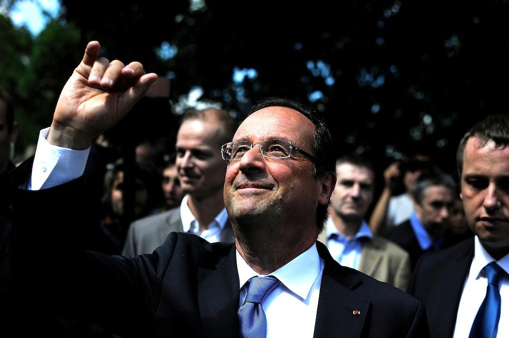 François Hollande président de la République Française lors de la visite de l'entreprise IXBlue, le 08 aout 2013 à Marly le roi