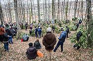 Satriano di Lucania, Basilicata, Italia, 07/02/2016<br /> Visitatori e fotografi amatoriali, provenienti da tutta Italia, affollano il bosco Spera prima della partenza della Foresta che cammina<br /> <br /> Satriano di Lucania, Basilicata, Italy, 07/02/2016<br /> Spectators and photographers, coming from all around Italy, crowding the Bosco Spera (Spera Wood) just before the start of the &ldquo;La Foresta che cammina&rdquo; (Forest Walking)