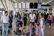 SCHIPHOL - drukte  , DRUKTE. Grote drukte wordt verwacht op luchthaven Schiphol vanwege de schoolvakantie die is begonnen. wachten , reistijd , missen , vlucht , paspoort controle , security  copyright jrobij utrecht