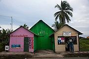 Bocas del Toro es una provincia de Panam&aacute;.<br /> Los europeos llegaron por primera vez a este territorio el 6 de octubre de 1502, durante el cuarto y &uacute;ltimo viaje de Cristobal Col&oacute;n a Am&eacute;rica. Desde la &eacute;poca colonial, a partir de 1502, fue parte de la Gobernaci&oacute;n de Veraguas y a partir de 1821, con la independencia de Panam&aacute; de Espa&ntilde;a y posterior uni&oacute;n a la Gran Colombia, pas&oacute; a ser parte del Departamento de Panam&aacute; y en 1903, tras la Separaci&oacute;n de Panam&aacute; de Colombia, es parte de la Rep&uacute;blica de Panam&aacute;.<br /> En el a&ntilde;o 1997 parte de su territorio fue dada a la Comarca Ng&auml;be Bugl&eacute;.<br /> Se basa en la econom&iacute;a de servicios y turismo, su principal cultivo es el banano donde registra un gran aporte al pa&iacute;s en cuanto a exportaci&oacute;n, principalmente a los Estados Unidos y Europa.
