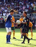 Foto Omega/Colombo<br /> 26/06/2006 Campionati Mondiali di Calcio 2006<br /> Ottavi di Finale <br /> Italia -Australia  <br /> nella foto : Francesco Totti  prima di tirare il rigore