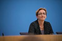 DEU, Deutschland, Germany, Berlin, 21.08.2019: Klara Geywitz (SPD), Mitglied des Brandenburger Landtags, bei der Bekanntgabe ihrer Kandidatur für den SPD-Vorsitz in der Bundespressekonferenz.