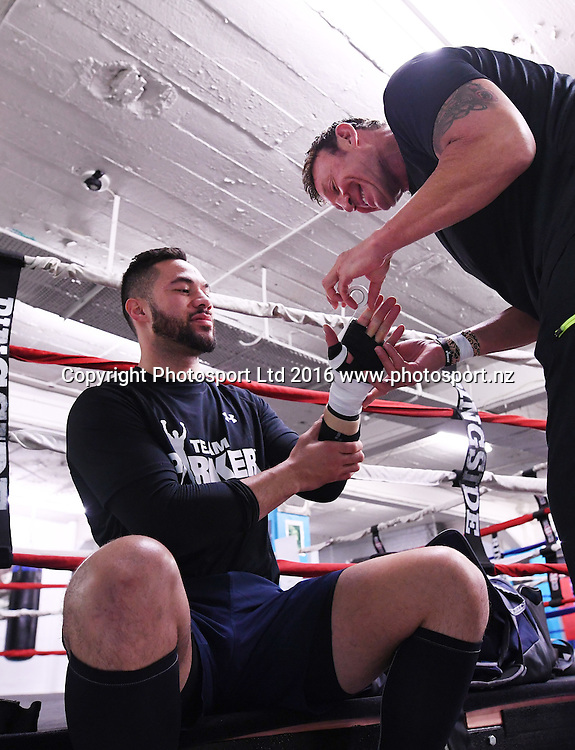 New Zealand heavyweight boxer Joseph Parker and trainer Kevin Barry during a training session at The Wreck Room in Auckland ahead of his fight on October 1. Burger King Road to the Title by Duco Boxing. Thursday 22 September 2016. © Copyright Photo: Andrew Cornaga / www.photosport.nz
