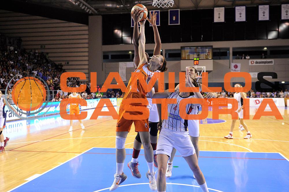 DESCRIZIONE : Schio LBF Playoff Finale Gara 3 Cras Basket Taranto Famila Wuber Schio<br /> GIOCATORE : Jenifer Nadalin<br /> CATEGORIA : rimbalzo<br /> SQUADRA : Famila Wuber Schio<br /> EVENTO : Campionato Lega Basket Femminile A1 2011-2012<br /> GARA : Cras Basket Taranto Famila Wuber Schio<br /> DATA : 08/05/2012<br /> SPORT : Pallacanestro <br /> AUTORE : Agenzia Ciamillo-Castoria/C.De Massis<br /> Galleria : Lega Basket Femminile 2011-2012<br /> Fotonotizia : Schio LBF Playoff Finale Gara 3 Cras Basket Taranto Famila Wuber Schio<br /> Predefinita :