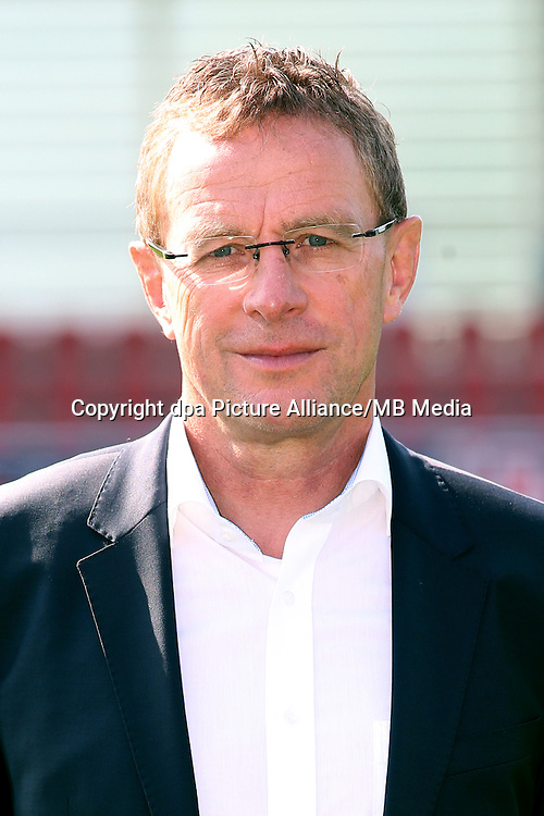 HANDOUT - 1. DFL, 1. Deutsche Bundesliga, RasenBallsport Leipzig, team photo shooting. Image shows sporting director Ralf Rangnick (RB Leipzig). Photo: GEPA pictures/ Sven Sonntag - For editorial use only. Image is free of charge. |