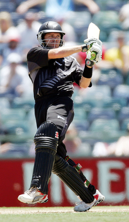 New Zealand opening batsman Lou Vincent during his innings of 76 at the one day international cricket match between New Zealand and England at the WACA ground in Perth on Tuesday 30 January, 2007. New Zealand won by 58 runs. Photo: Andrew Cornaga/PHOTOSPORT<br /><br /><br /><br />300107