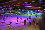 Mannheim. 03.11.17 | Eisdisco in der Eishalle.<br /> Neckarstadt. Leistungszentrum Eissport.<br /> Eisdisco in der Eislaufhalle.<br /> Zu Black, House 80er, 90er und aktuellen Charts über die Eisfläche tanzen, die neuesten Sprünge zeigen oder einfach Freunde treffen und mit ihnen Runden zu tollen Lichteffekten drehen.<br /> <br /> <br /> BILD- ID 22255 |<br /> Bild: Markus Prosswitz 03NOV17 / masterpress (Bild ist honorarpflichtig - No Model Release!)