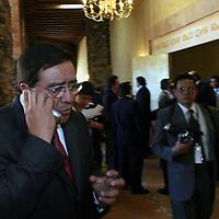 Queretaro, Qro.- El gobernador del estado de Chiapas Pablo Salazar al termino de la ceremonia inaugural de la I Convencion nacional Hacendaria en la ciudad de Queretaro el 5 de Febrero de 2004. Agencia MVT / Mario Vazquez de la Torre.