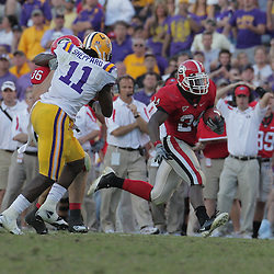 25 October 2008:  Georgia running back Knowshon Moreno (24) runs up the sideline as LSU linebacker Kelvin Sheppard (11) pursues during the Georgia Bulldogs 52-38 victory over the LSU Tigers at Tiger Stadium in Baton Rouge, LA.