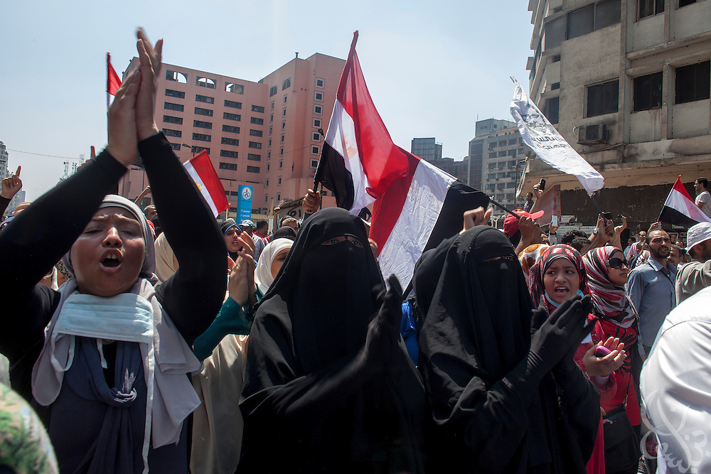 """Supporters of deposed Egyptian President Mohamed Morsi chant religious slogans as they march in August 16, 2014 """"Day of Rage"""" protests around Ramsis Square in Cairo, Egypt."""