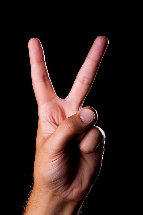 Belo Horizonte_MG, Brasil...Detalhe de uma mao fazendo o simbolo de paz e amor...Detail of a hand doing peace and love symbol...FOTO: LEO DRUMOND / NITRO