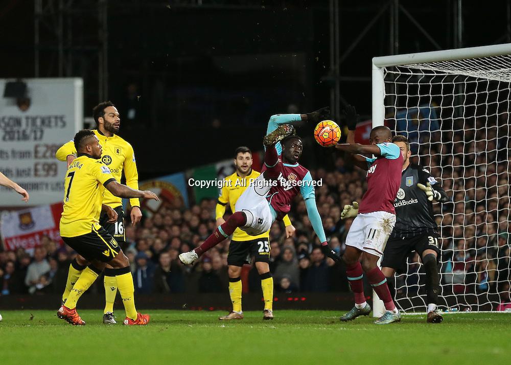 02.02.2016. Boleyn Ground, London, England. Barclays Premier League. West Ham versus Aston Villa. West Ham United Midfielder Cheikhou Kouyate's scissor kick goes wide