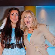 NLD/Hilversum/20120511 - Uitzwaaien Joan Franka voor deelname Eurovisie Songfestival, Joan en Marga Bult