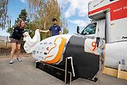 In Battle Mountain pakken teamleden de kisten met de fiets en onderdelen uit. Het Human Power Team Delft en Amsterdam, dat bestaat uit studenten van de TU Delft en de VU Amsterdam, is in Amerika om tijdens de World Human Powered Speed Challenge in Nevada een poging te doen het wereldrecord snelfietsen voor vrouwen te verbreken met de VeloX 9, een gestroomlijnde ligfiets. Het record is met 121,81 km/h sinds 2010 in handen van de Francaise Barbara Buatois. De Canadees Todd Reichert is de snelste man met 144,17 km/h sinds 2016.<br /> <br /> With the VeloX 9, a special recumbent bike, the Human Power Team Delft and Amsterdam, consisting of students of the TU Delft and the VU Amsterdam, wants to set a new woman's world record cycling in September at the World Human Powered Speed Challenge in Nevada. The current speed record is 121,81 km/h, set in 2010 by Barbara Buatois. The fastest man is Todd Reichert with 144,17 km/h.