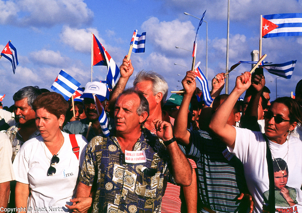 HAVANA, CUBA: Cubans march in front of the American Interests Section, the US unofficial embassy in Havana, Cuba, February 22, 2000. Thousands of Cubans marched in front of the interest section to protest the US unwillingness to return Elian Gonzalez to his father in Cuba.    Photo by Jack Kurtz  CROWDS     HUMAN RIGHTS    YOUTH    EDUCATION      CHILDREN     PATRIOTISM