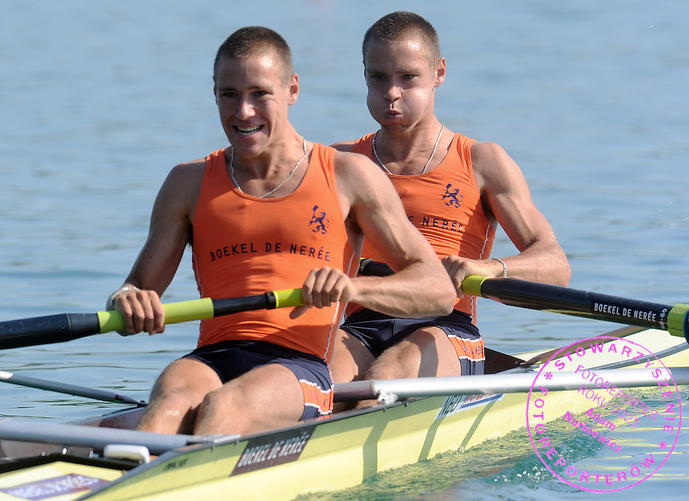 (L) TYCHO MUDA & (R) VINCENT MUDA (BOTH NETHERLANDS) COMPETE AT THE RACE MEN'S LIGHTWEIGHT PAIRS REPECHAGE DURING DAY 2 FISA ROWING WORLD CUP ON ESTANY LAKE IN BANYOLES, SPAIN...BANYOLES , SPAIN , MAY 30, 2009..( PHOTO BY ADAM NURKIEWICZ / MEDIASPORT )..PICTURE ALSO AVAIBLE IN RAW OR TIFF FORMAT ON SPECIAL REQUEST.