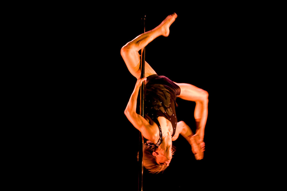Lundi 14 Septembre 2009. Paris, France..Premiere competition Officielle de Pole Dance en France..20eme Theatre (Paris 20eme)..Keem Martinez (Champion Homme)