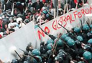 http://stefanorenna.photoshelter.com/gallery-image/1990-2000-GLOBAL-FORUM/G0000Uw1KJ2ZCoIs/I0000a5nWs3lhtNU/C0000tQjjbnBU9fk<br /> <br /> ( NAPOLI 17/03/01) : GLOBAL FORUM , <br /> SCONTRI TRA FORZE DELL'ORDINE E MANIFESTANTI NO GLOBAL.<br /> ARCHIVIO RENNA<br /> ph: Stefano Renna