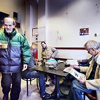 Nederland, Amsterdam , 1 juni 2012..Inloophuis de Volksbond voor thuis en daklozen in de Haarlemmerstraat..De inloophuizen voor dak en thuislozen staan onder druk doordat ze dreigen geen subsidie meer te krijgen..Foto:Jean-Pierre Jans