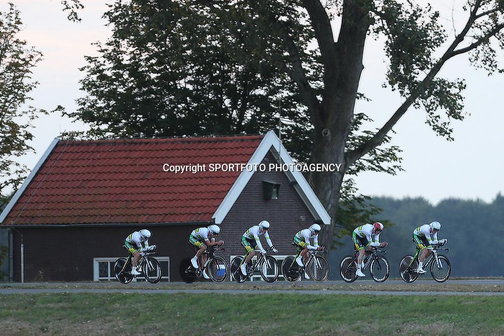 27-09-2016: Wielrennen: Olympia Tour: Hardenberg<br />HARDENBERG (NED) wielrennen<br />Nederlands oudste wielerkoers ging van start in Hardenberg met een ploegentijdrit. National Team Australia