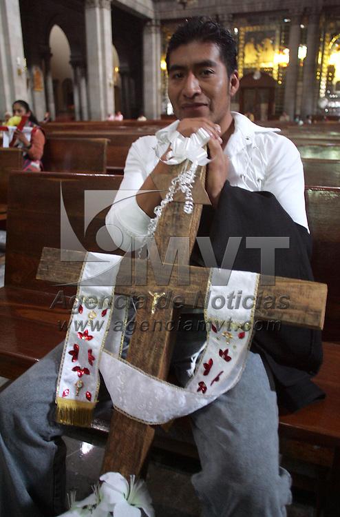 Toluca, Mex.- Se celebra el dia de la Santa Cruz con misas en diferentes iglesias y en las mismas obras donde a los alba&ndash;iles se les llevo comida y musica. Agencia MVT / Javier Rodriguez. (DIGITAL)<br /> <br /> <br /> <br /> <br /> <br /> <br /> <br /> <br /> <br /> <br /> <br /> <br /> <br /> <br /> <br /> <br /> <br /> <br /> <br /> <br /> <br /> <br /> <br /> <br /> <br /> <br /> <br /> <br /> <br /> <br /> <br /> <br /> <br /> <br /> <br /> <br /> <br /> <br /> <br /> <br /> <br /> <br /> <br /> <br /> <br /> <br /> <br /> <br /> <br /> <br /> <br /> <br /> <br /> <br /> <br /> <br /> <br /> <br /> <br /> <br /> <br /> <br /> <br /> NO ARCHIVAR - NO ARCHIVE