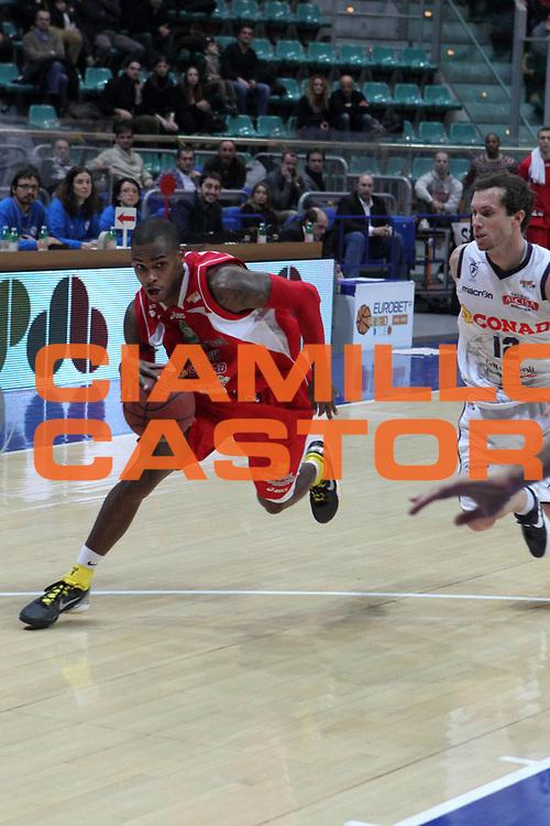 DESCRIZIONE : Bologna Lega Basket A2 2011-12 Conad Bologna Giorgio Tesi Group Pistoia<br /> GIOCATORE : Hardy Dwight <br /> CATEGORIA : entrata<br /> SQUADRA : Giorgio Tesi Group Pistoia<br /> EVENTO : Campionato Lega A2 2011-2012<br /> GARA : Conad Bologna Giorgio Tesi Group Pistoia<br /> DATA : 15/02/2012<br /> SPORT : Pallacanestro<br /> AUTORE : Agenzia Ciamillo-Castoria/D.Vigni<br /> Galleria : Lega Basket A2 2011-2012 <br /> Fotonotizia : Bologna Lega Basket A2 2011-12 Conad Bologna Giorgio Tesi Group Pistoia<br /> Predefinita :