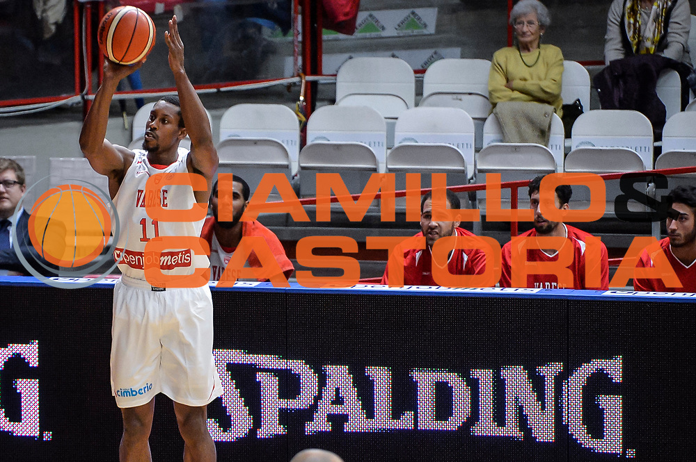 DESCRIZIONE : Varese FIBA Eurocup 2015-16 Openjobmetis Varese Telenet Ostevia Ostende<br /> GIOCATORE : Jevohn Shepherd<br /> CATEGORIA : Tiro Tre Punti Sponsor spalding<br /> SQUADRA : Openjobmetis Varese<br /> EVENTO : FIBA Eurocup 2015-16<br /> GARA : Openjobmetis Varese - Telenet Ostevia Ostende<br /> DATA : 28/10/2015<br /> SPORT : Pallacanestro<br /> AUTORE : Agenzia Ciamillo-Castoria/M.Ozbot<br /> Galleria : FIBA Eurocup 2015-16 <br /> Fotonotizia: Varese FIBA Eurocup 2015-16 Openjobmetis Varese - Telenet Ostevia Ostende