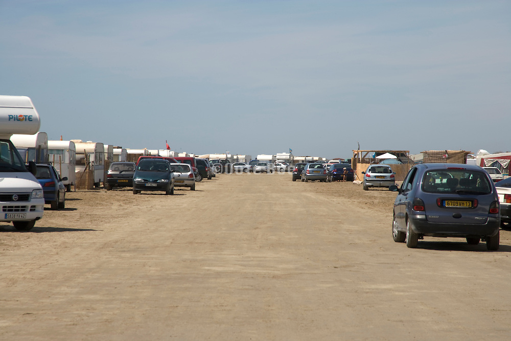 beach parked full with campers and cars