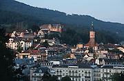 Deutschland, Germany,Baden-Wuerttemberg.Schwarzwald.Blick auf Baden-Baden mit Stiftskirche und Neuem Schloss.Black Forest, view on Baden-Baden...