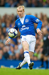 LIVERPOOL, ENGLAND - Sunday, August 30, 2009: Everton's Tony Hibbert in action against Wigan Athletic during the Premiership match at Goodison Park. (Photo by David Rawcliffe/Propaganda)