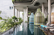 Singapore, PARKROYAL Hotel. A modern architecture project in Singapore, combining concrete organic shapes with simple rectangular volumes and incredible sky-gardens