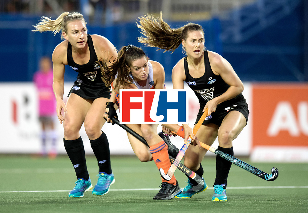AUCKLAND - Sentinel Hockey World League final women<br /> Match id 10292<br /> 02 NED v NZL (Pool A)<br /> Foto:  Assist Lideweij Welten..<br /> WORLDSPORTPICS COPYRIGHT FRANK UIJLENBROEK