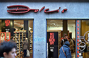 Nederland, Nijmegen, 24-12-2015Een schoenenwinkel, Dolcis, houdt leegverkoop vanwege een dreigend faillisement. In de binnenstad van Nijmegen komen steeds meer winkels leeg te staan. Winkeliers in de binnenstad, binnensteden, hebben naast de crisis ook veel last van inline verkoop van producten via internet. Uitstel van betaling.Foto: Flip Franssen/Hollandse Hoogte