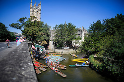 © Licensed to London News Pictures. 19/07/2016. Oxford, UK. Members of the public  out punting, enjoy the summer sun on the River Cherwell in front of Magdalen College at Oxford University in Oxfordshire. Today is due to be the hottest day of 2016 so far, with temperatures possibly hitting the mid 30's.  Photo credit: Ben Cawthra/LNP