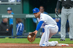 March 29, 2018 - Kansas City, MO, U.S. - KANSAS Kansas City, MO - MARCH 29: Kansas City Royals first baseman Lucas Duda (21) catches a throw to first base during the major league opening day game against the Chicago White Sox on March 29, 2018 at Kauffman Stadium in Kansas City, Missouri. (Photo by William Purnell/Icon Sportswire) (Credit Image: © William Purnell/Icon SMI via ZUMA Press)