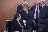 13 JAN 2016, BERLIN/GERMANY:<br /> Andrea Nahles (L), SPD, Bundesarbeitsministerin, und Angela Merkel (R), CDU, Bundeskanzlerin, im Gespraech, vor Beginn einer Kabinettsitzung, Budneskanzleramt<br /> IMAGE: 20160113-01-015<br /> KEYWORDS: Kabinett, Sitzung, Gespr&auml;ch